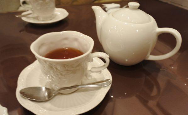 古民家カフェで、ほうじ茶のケーキとコーヒーでひとやすみ