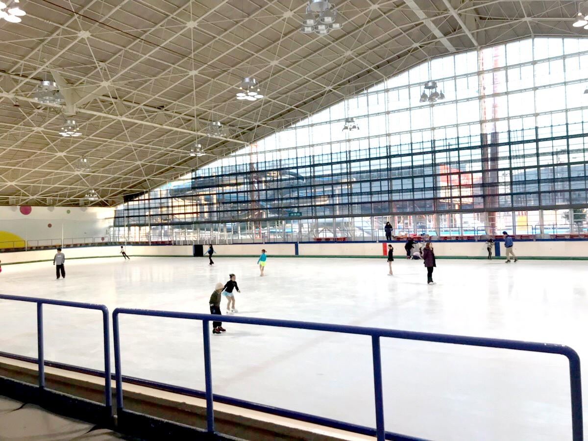春まで楽しめる!愛媛県唯一の広々アイススケートリンク