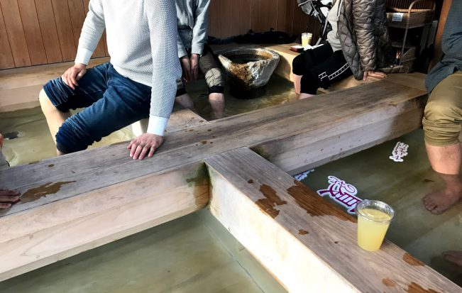 【私のお気に入り足湯シリーズ】アルコールやドリンクを注文できる!カフェのような足湯
